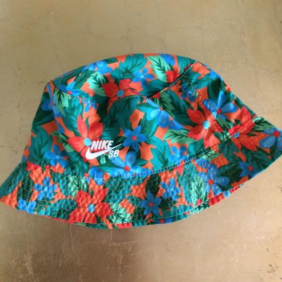Nike SB Floral Bucket Hat. M 5ad10757b7f72b66cc900696 bcccfb4cb4c